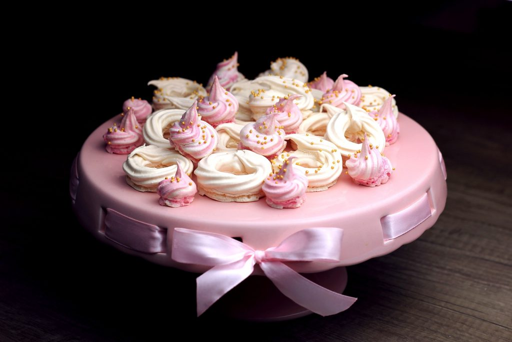 Uses of gluten free meringue, decoration